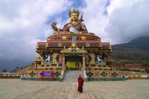 Padmasambhava statue in Takeyla