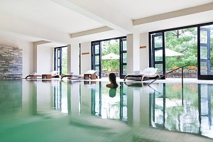 Uma Paro, indoor pool