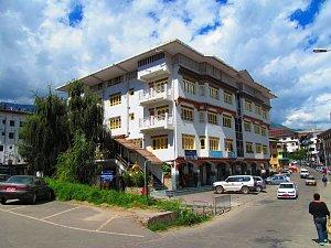 Hotel Ser-nya, front