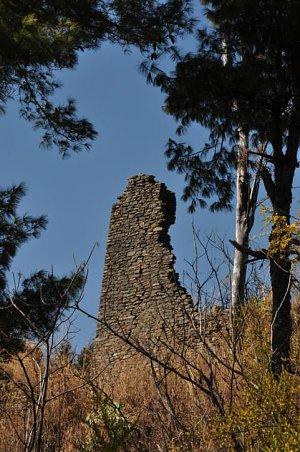Tsengkharla dzong ruins