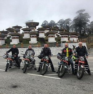Motorbikes in Dochu la