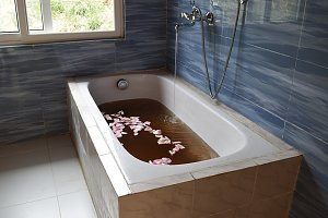 Sorig Wellness, bathtub