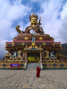 Guru Padmasambhava statue in Takila