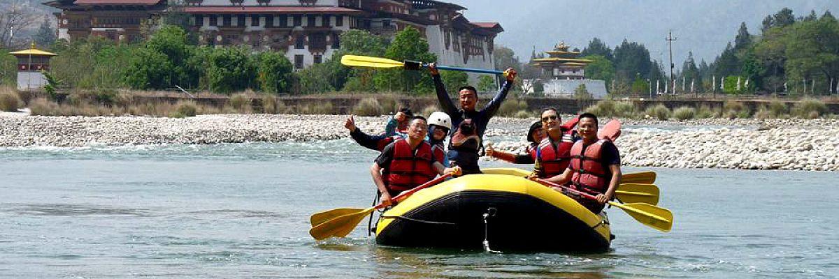 Rafting near Punakha dzong