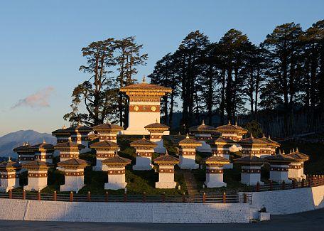 108 stupas in Dochu-la pass